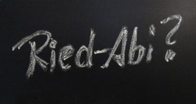 """Tafel mit Kreideschriftzug """"Ried-Abi?"""""""